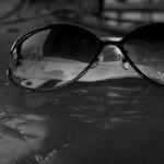 紫外線サングラスの選び方|目をUVカットしないとシミが!